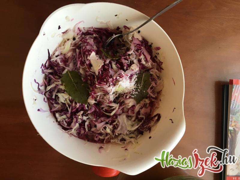 leforrázzuk a salátát